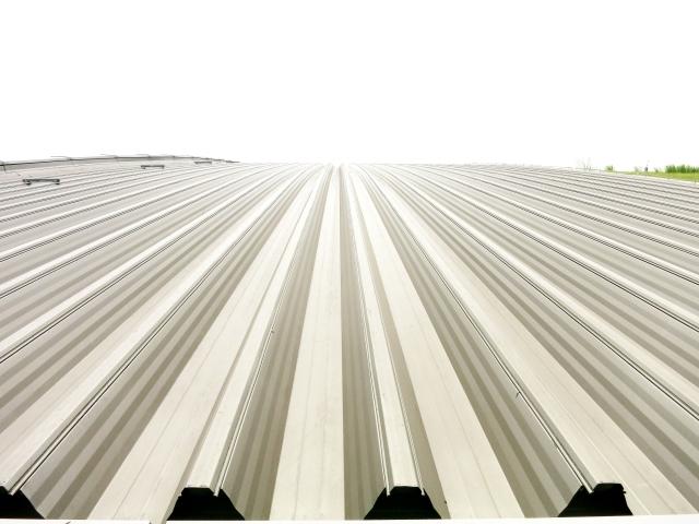屋根の形状や材料で塗装代は変わる